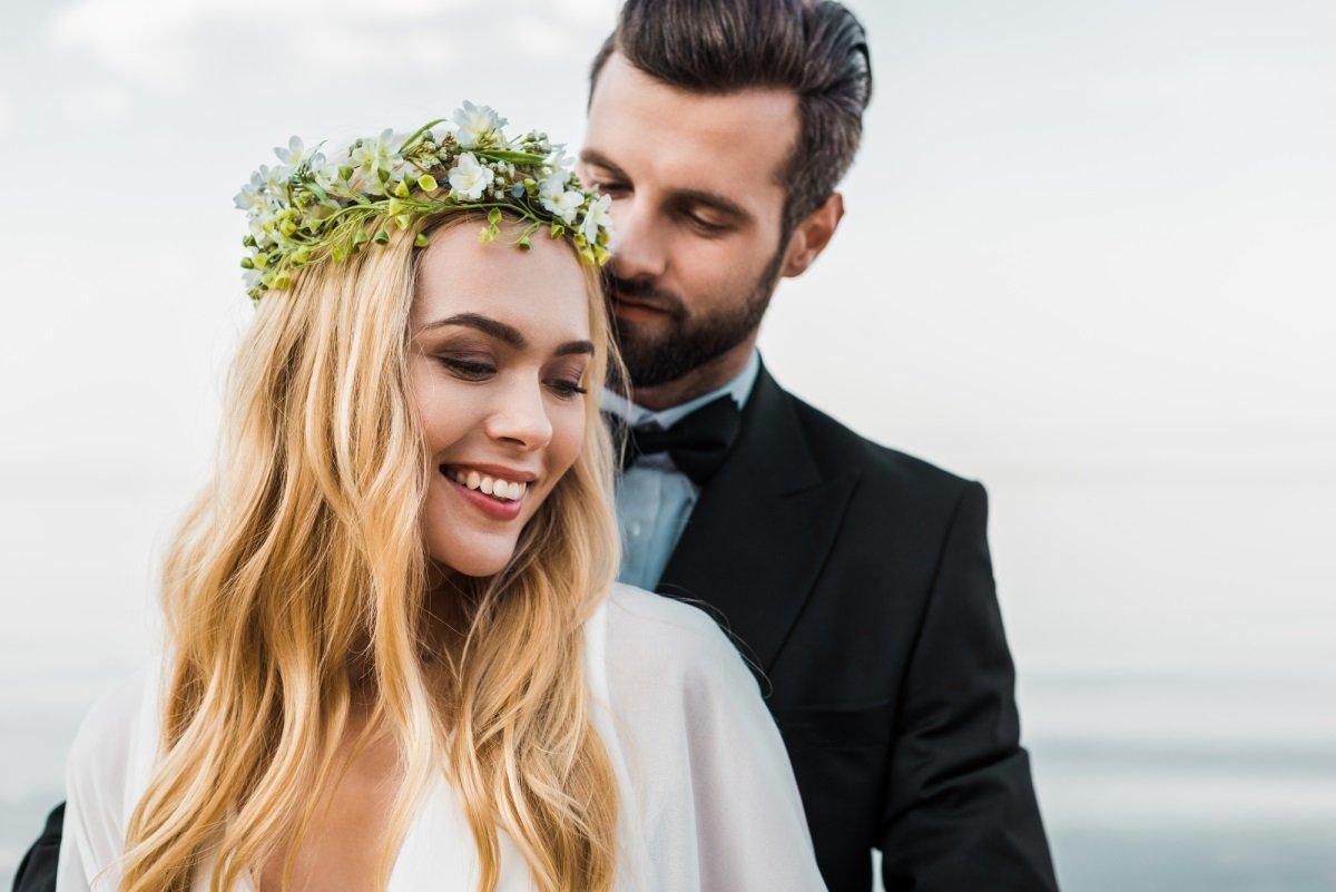 менять ли фамилию в браке