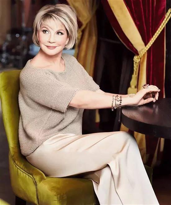 Татьяна Веденеева: стильные образы 67-летней ведущей и актрисы - 9