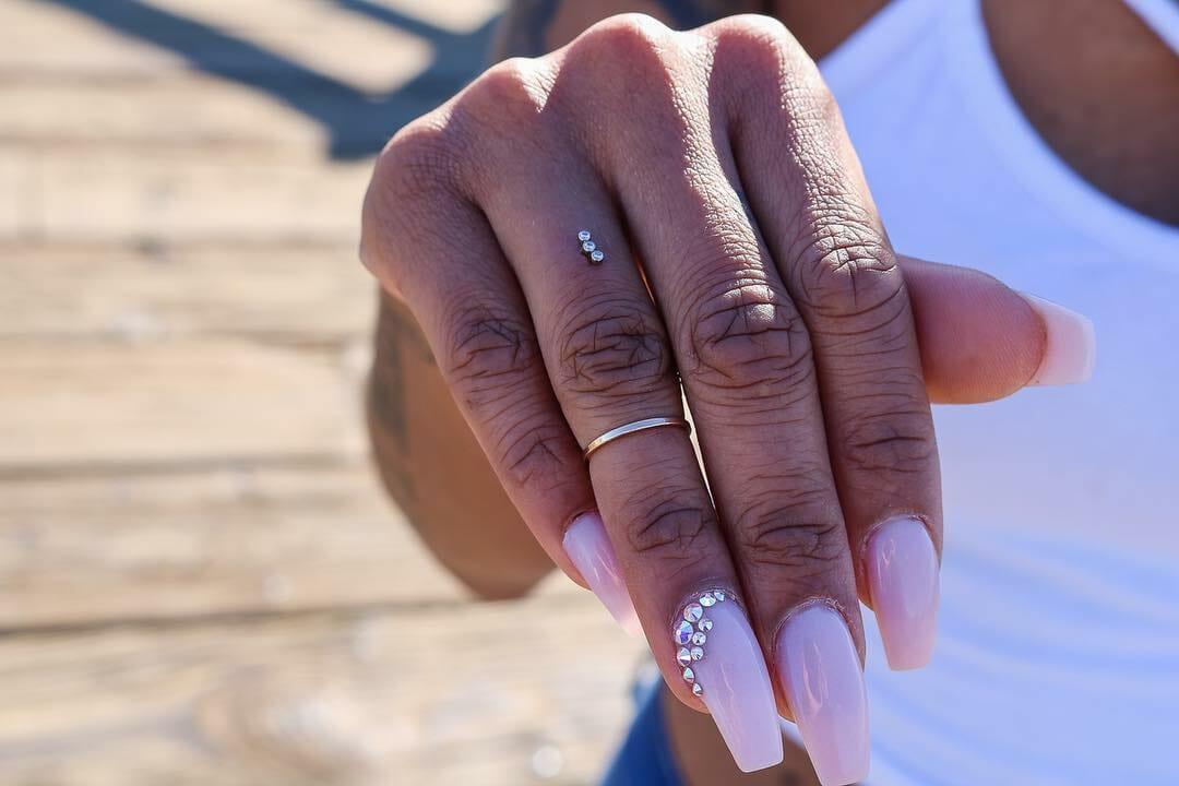Piercings de dedo são nova mania entre amantes da modificação corporal    Hypeness – Inovação e criatividade para todos.