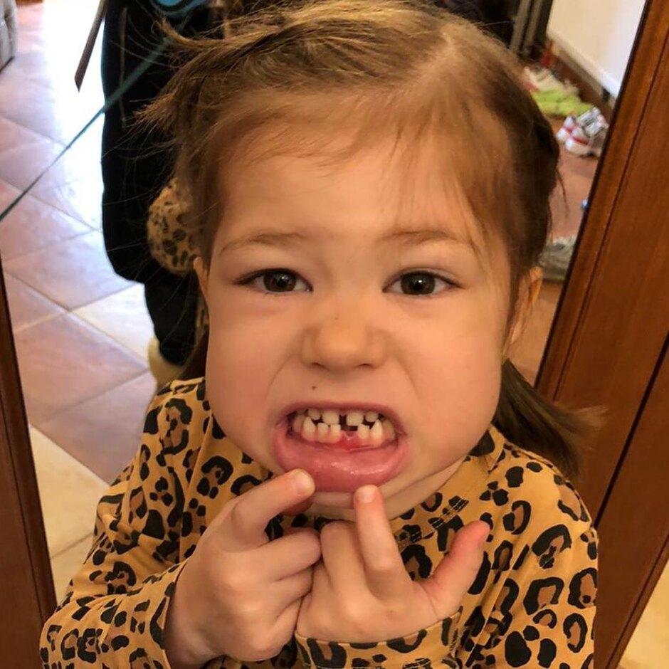 Младшая дочь Екатерины Климовой очаровала маминых поклонников своей улыбкой