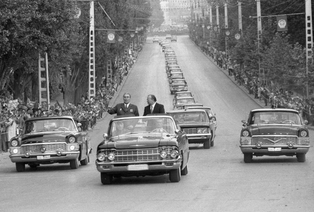 Soviet-Era Pictures — Кортеж Леонида Ильича Брежнева, 1974 год. The...
