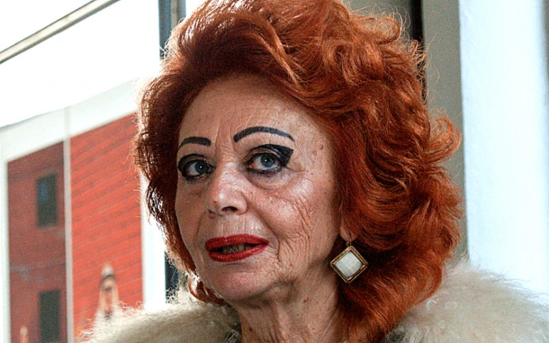 Ей 70, она ходит по клубам и хочет замуж за молодого человека