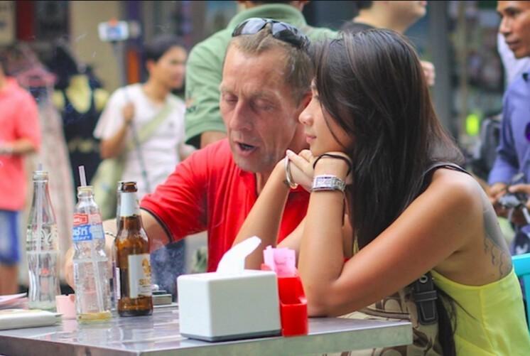 7. Пожилые европейцы часто берут в жены молодых азиаток
