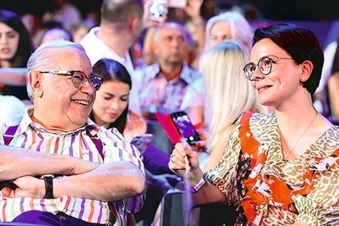 2. За примерами далеко ходить не надо, они есть и в России: Петросян (73 года) и его 29-летняя новая жена