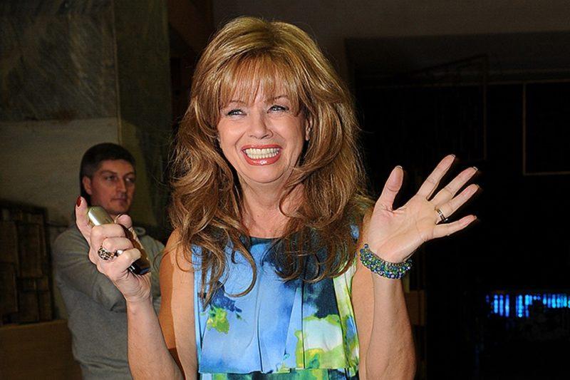 Вставные зубы и парик: вот как на самом деле выглядит 74-летняя Елена Преснякова без фотошопа