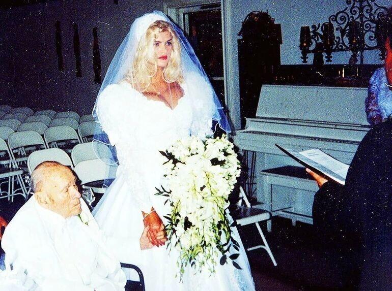 1. Анна Николь Смит (26 лет) и нефтяной магнат Дж. Говард Маршалл II (89 лет)