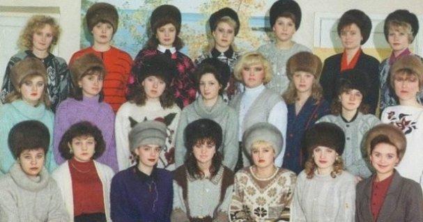 Почему женщины в 90-х не снимали меховые шапки в помещениях
