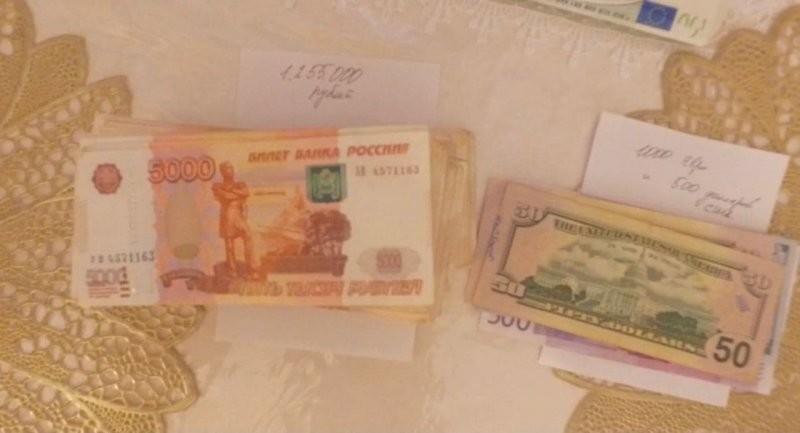 """Удивительно, но в хоромах Сафонова следователи практически не обнаружили наличности. Силовики нашли только несколько миллионов на """"карманные"""" расходы"""