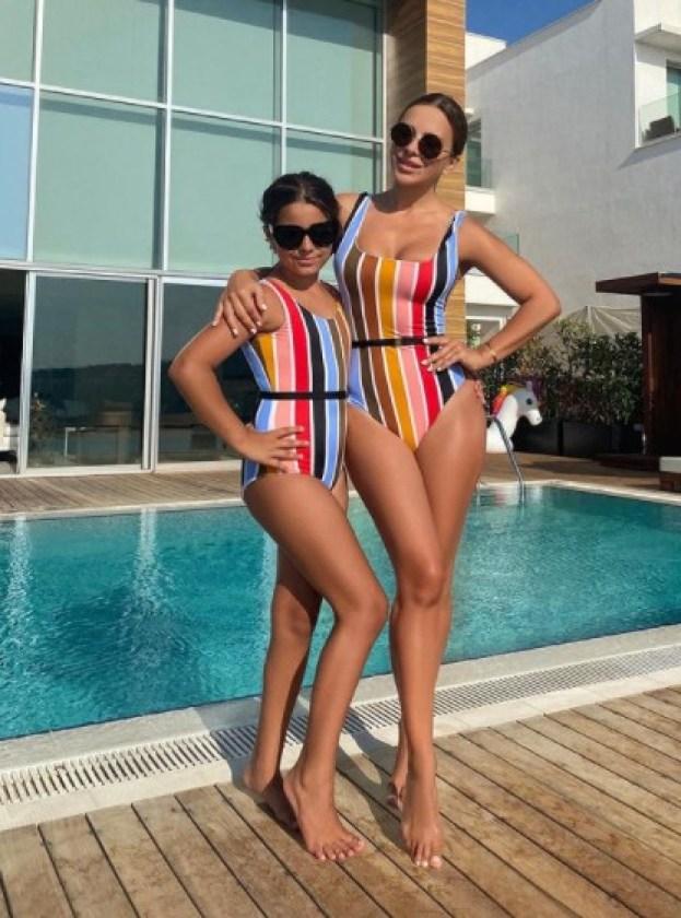 Настоящая турчанка. Лорак показала снимок вместе с 10-летней дочкой в купальном костюме