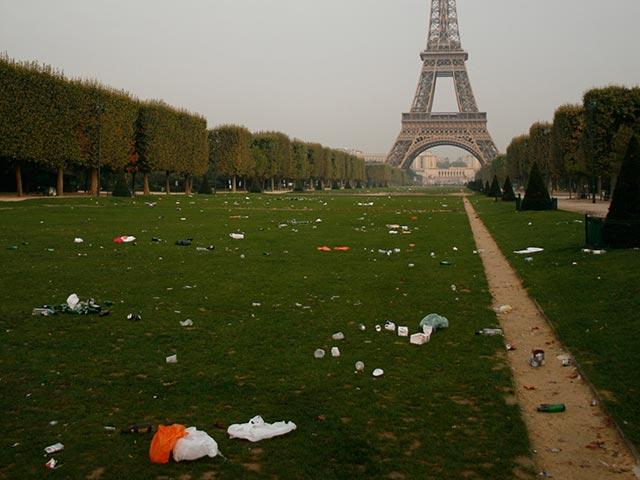 NEWSru.co.il :: Японские туроператоры убирают мусор с улиц Парижа